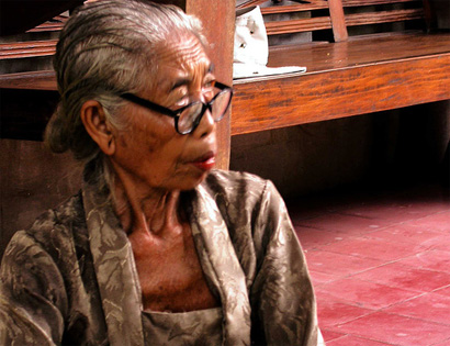 Betel chewing, nowadays, in Bali, is a near-extinction pastime, practiced only by the elder generation.