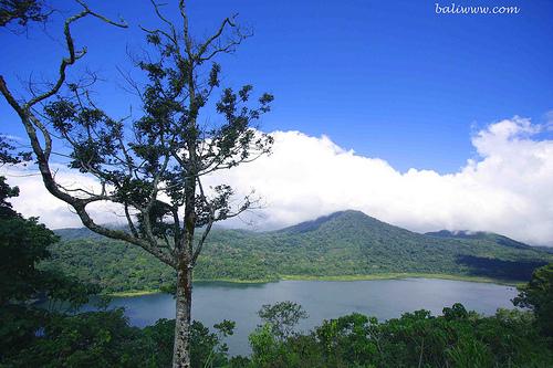 lake-view-of-tamblingan