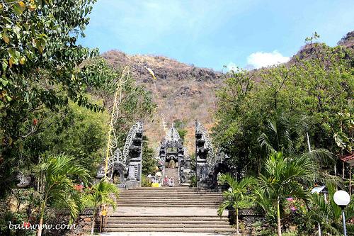 kerta-kawat-temple