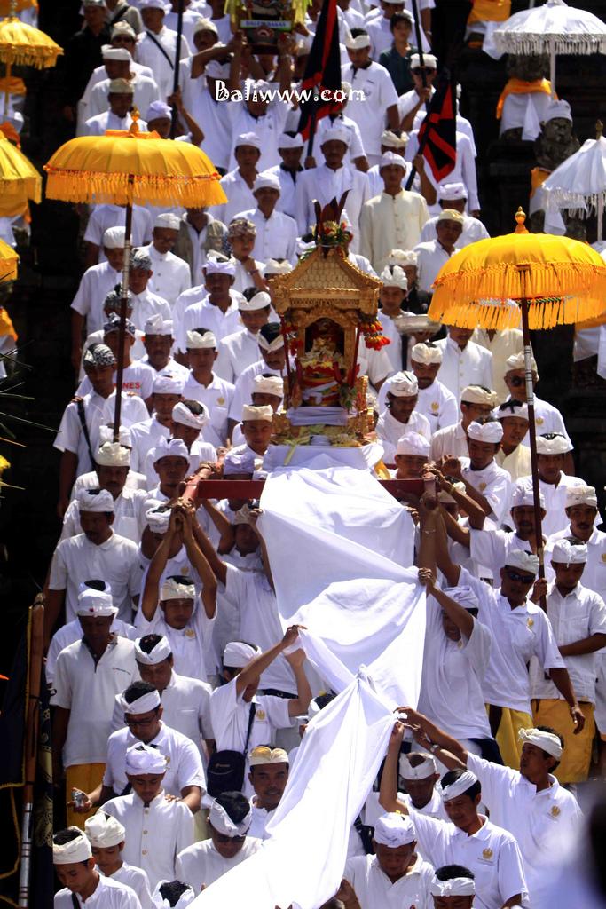 The Grand Melasti Ritual of Panca Walikrama Ceremony
