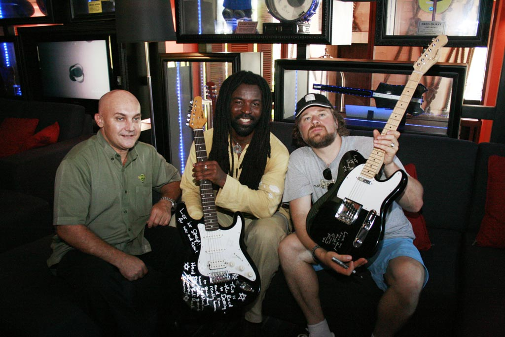 Tom Rreund, Rocky Dawuni